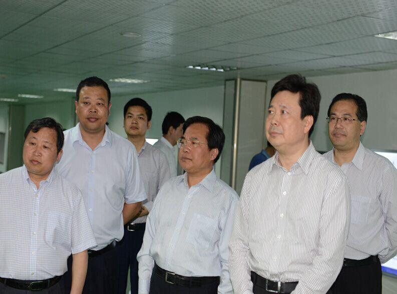 青岛市市委书记李群参观宏裕公司新项目