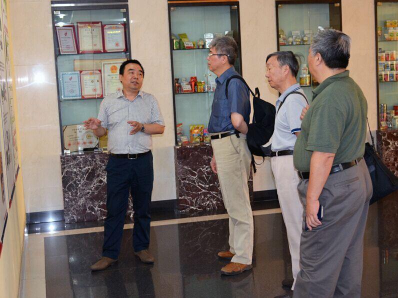 中检院首席专家胡昌勤一行到访安琪