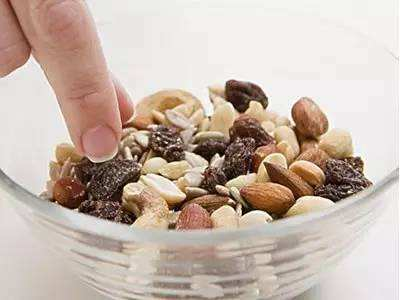 小坚果孕育大产业|浅谈YE与坚果炒货