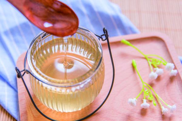 如何酿造甜蜜好喝的蜂蜜酒