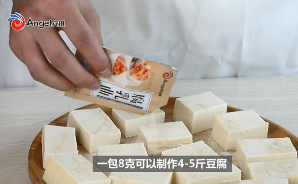 安琪腐乳曲制作,老豆腐切成方块