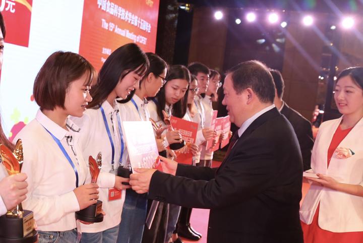 第一届安琪酵母杯大学生创新竞赛颁奖仪式举行