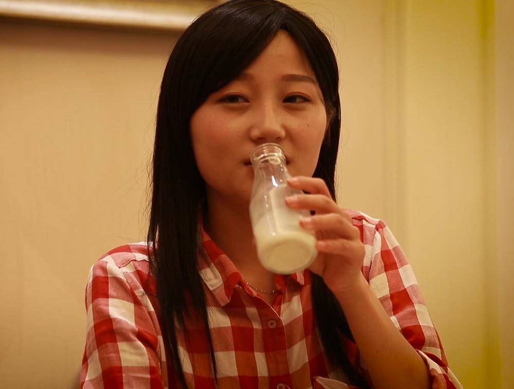 睡前喝牛奶到底好不好?