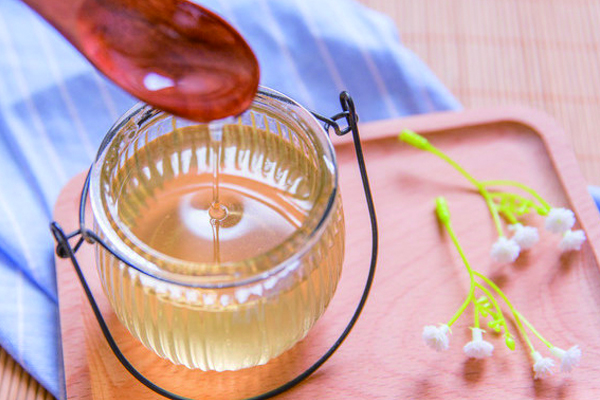 如何酿造甜蜜好喝的蜂蜜酒?