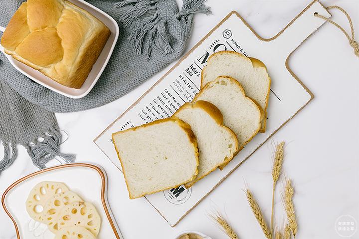 这真是一个宝藏面包呀!没有想到莲藕还能做面包!