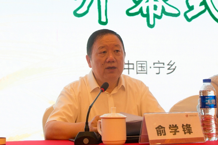 中国粮油学会副理事长、发酵面食分会会长俞学锋主持会议