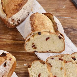 教你在家制作果料面包
